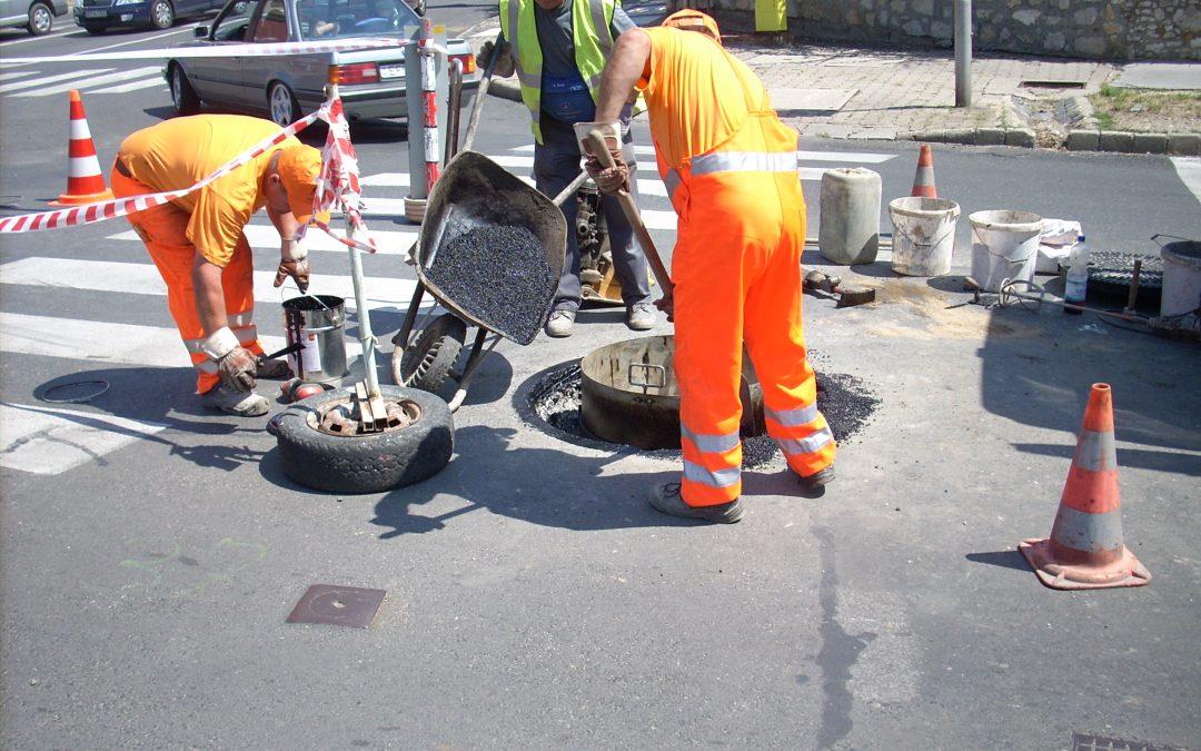 Útburkolat javítási munkák a Hungária úton