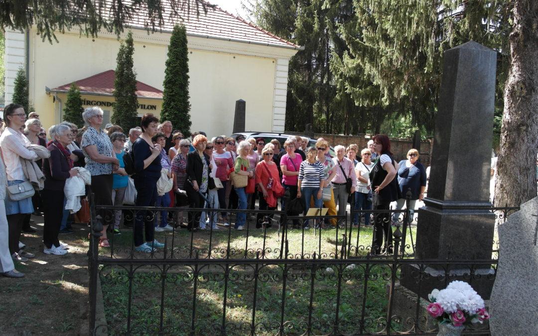 Sírkerti séta a Zsolnay család emlékére